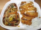 """křupavé kuřecí maso pikantní s """"peking"""" omáčkou, zeleninou a rýží"""